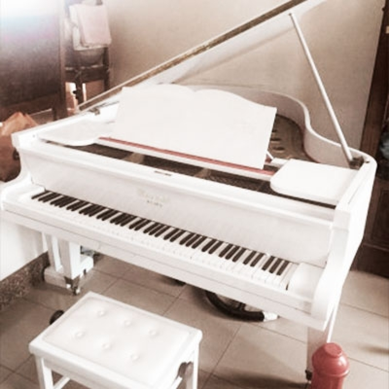 Onde Vende Piano Cauda Branco Jockey Club - Piano de Cauda Preto
