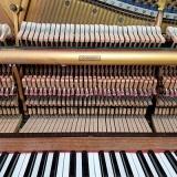 piano acústico de armário